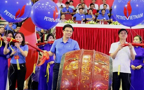 Đồng chí Lê Mạnh Hùng, Tổng giám đốc PVN đánh trống khai mạc Tuần lễ Văn hóa Dầu khí lần thứ XII