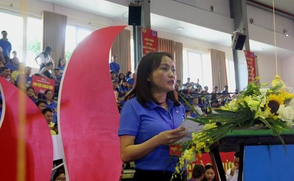 Chủ tịch Công đoàn Dầu khí Việt Nam Nghiêm Thùy Lan phát biểu khai mạc