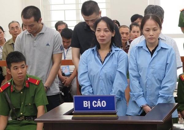Ổ nhóm buôn bán ma túy số lượng lớn bị đưa ra tòa xét xử.