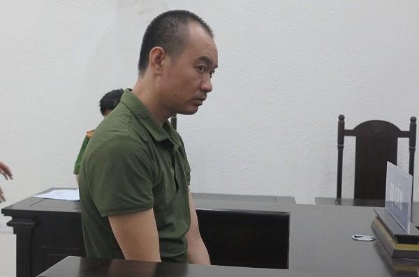 Bị cáo Đinh Văn Tiến bị đưa ra xét xử tại phiên tòa.