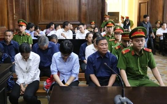 Do sức khỏe yếu nên bị cáo Hứa Thị Phấn không thể đến hầu tòa.