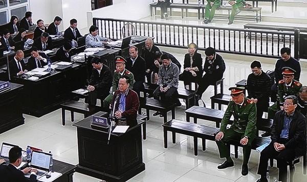 Bị cáo Nguyễn Đăng Nguyên - cựu Phó Tổng giám đốc MobiFone tự bào chữa.