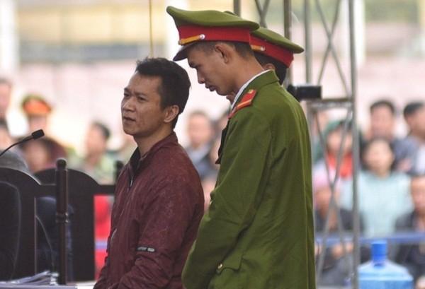 Giống như Bùi Văn Công, Vương Văn Hùng cũng phản cung tại tòa.