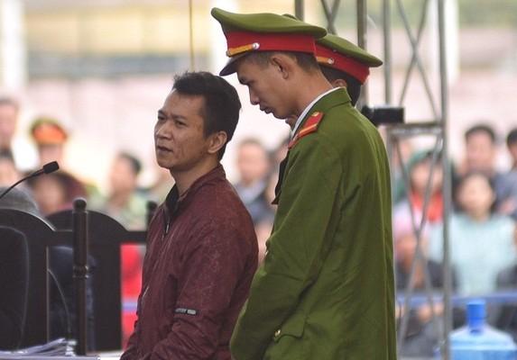 Vương Văn Hùng, đối tượng dẫn dụ nữ sinh giao gà để đồng bọn bắt cóc cũng phản cung nhưng không được HĐXX chấp thuận.
