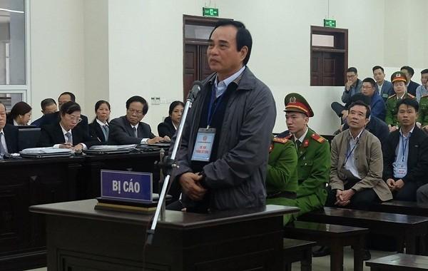 """Tại tòa, cựu Chủ tịch TP Đà Nẵng Văn Hữu Chiến bước đầu khai báo về việc giao đất cho Vũ """"nhôm""""."""