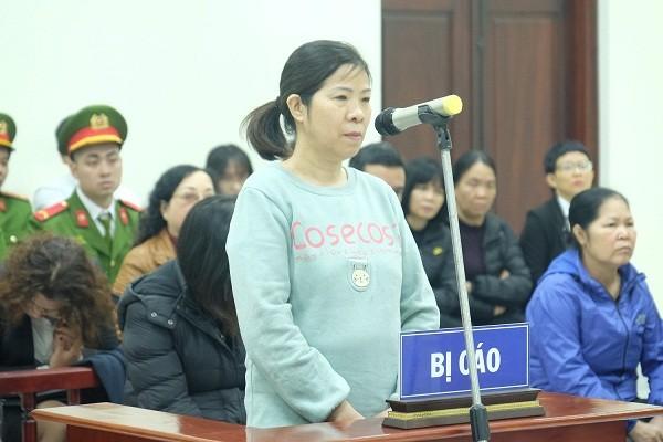 Bị cáo Nguyễn Bích Quy trả lời thẩm vấn tại phiên tòa.