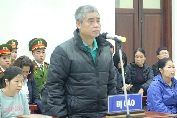 Tại tòa, bị cáo Doãn Quý Phiến khai nhận có trách nhiệm trong vụ cháu bé lớp 1 tử vong.