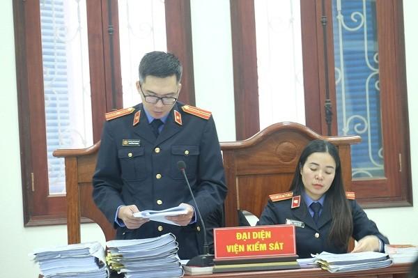 Đại diện VKSND quận Cầu Giấy luận tội các bị cáo tại phiên tòa.