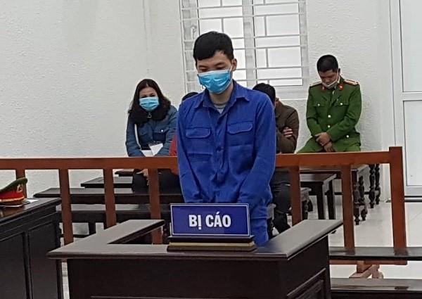 Bị cáo Trần Văn Phương bị đưa ra xét xử tại phiên tòa.
