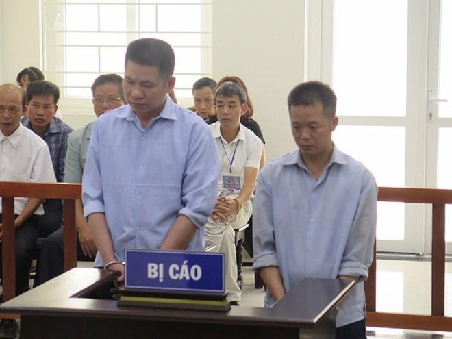 Lê Văn Ngoạn (bên trái) và đồng phạm.