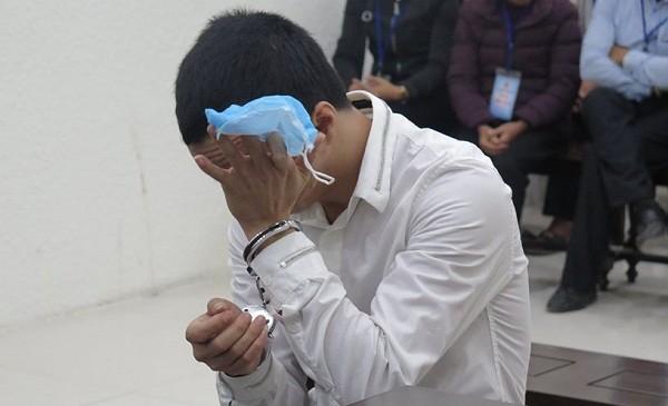 Đặng Văn Dương bị đưa ra tòa xét xử.