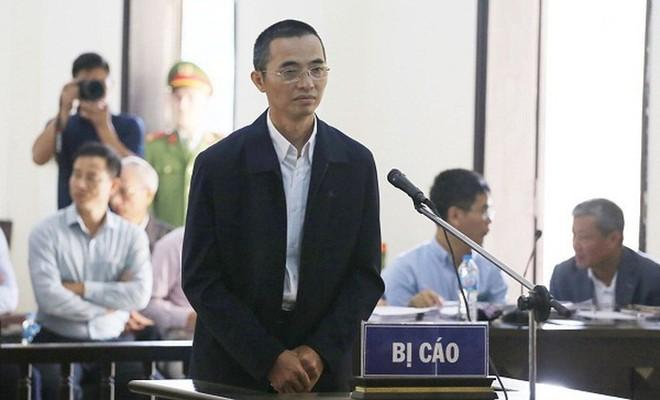 Bị cáo Đặng Anh Tuấn - cựu Chánh Thanh tra Bộ TT&TT bị đưa ra tòa xét xử.