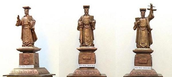 Các mẫu phác thảo tượng Vua Lý Thái Tông đang được TAND Tối cao nghiên cứu.