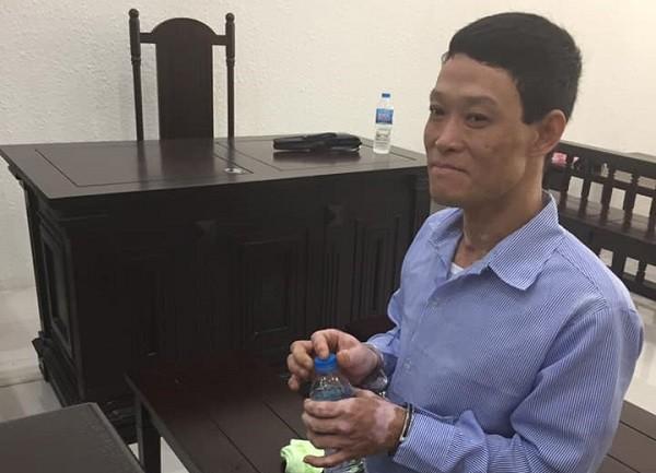 Hoàng Tiến Ninh trong lúc tòa nghị án.