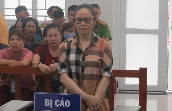 Nguyễn Thị Lan bị đưa ra xét xử tại phiên tòa.