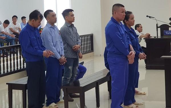 Các bị cáo trong vụ án tại phiên tòa phúc thẩm.