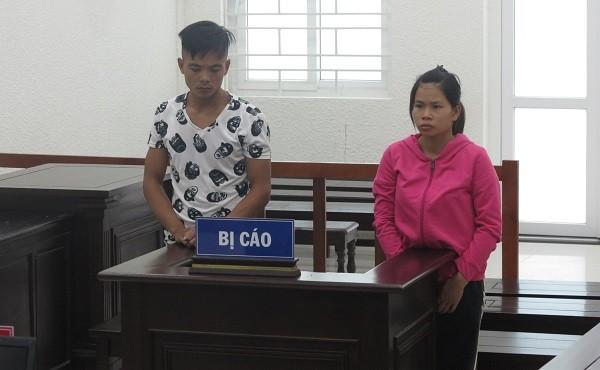 Cặp đôi mua bán giấy khám sức khỏe giả bị đưa ra tòa xét xử.