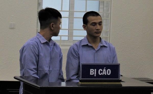 Bộ đôi lừa bán cô gái ngây thơ ra nước ngoài bị đưa ra tòa xét xử.