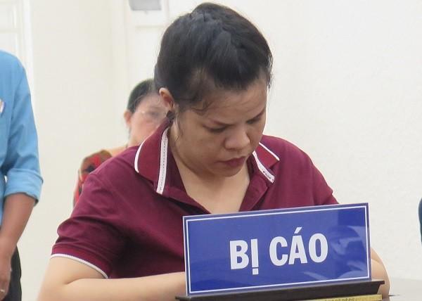 Nguyễn Thị Nguyệt bị đưa ra xét xử tại phiên tòa