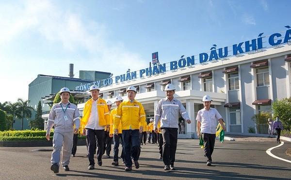 Đoàn công tác của Thường trực Ban Bí thư Trung ương Đảng thăm Cụm công nghiệp Khí - Điện - Đạm Cà Mau.