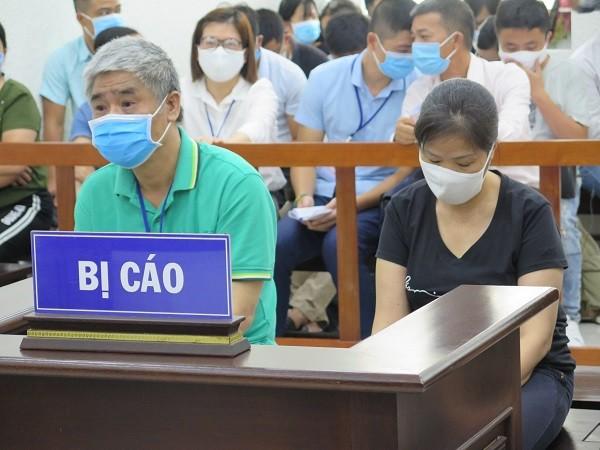 Bị cáo Nguyễn Bích Quy và Doãn Quý Phiến tại phiên tòa phúc thẩm.