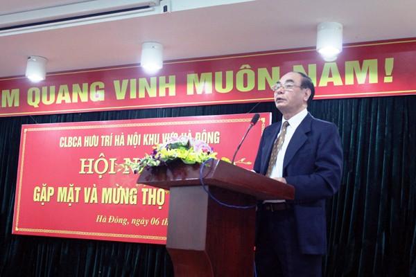 Đồng chí Kiều Thanh Hải - Phó Chủ nhiệm CLBCA hưu trí Hà Nội khu vực Hà Đông báo cáo lại các mặt công tác của CLB trong năm 2014