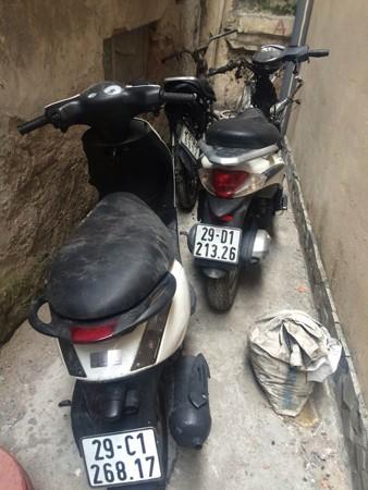 3 chiếc xe máy và 1 chiếc xe đạp bị bén lửa gây thiệt hại khoảng 50 triệu đồng