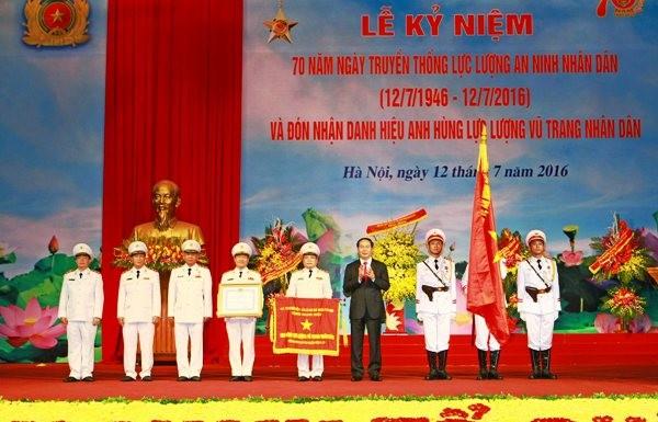 Chủ tịch nước Trần Đại Quang trao tặng