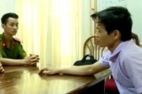 Ngô Văn Long (áo trắng) bị bắt giữ khi chuẩn bị rời Vĩnh Phúc về Thái Nguyên