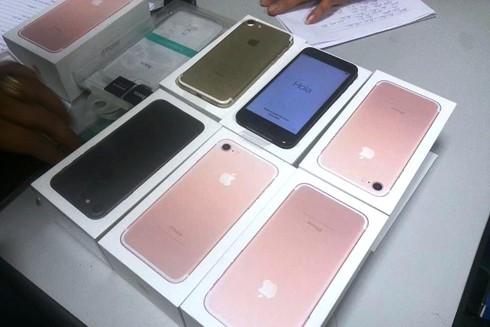 Số iPhone 7 không có hóa đơn chứng từ, chứng minh nguồn gốc xuất xứ bị lực lượng chức năng thu giữ