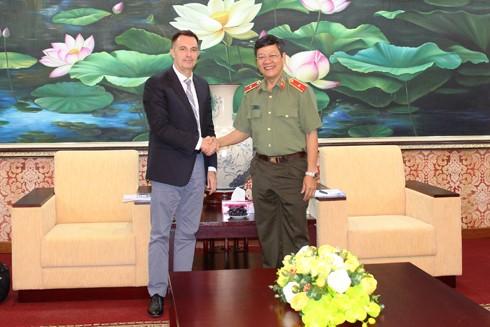 Thiếu tướng Bạch Thành Định, Phó Giám đốc CATP Hà Nội tại buổi tiếp ngài Olivier Lefebvre