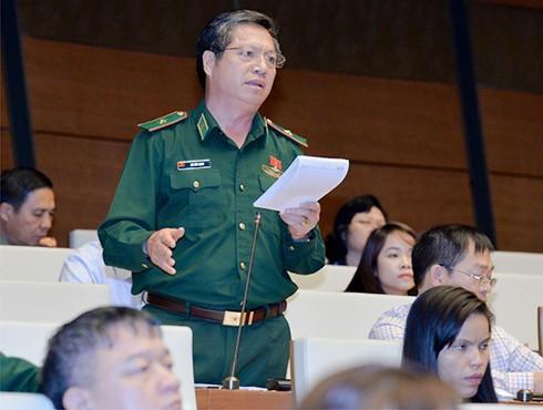 ĐBQH Bùi Đức Hạnh phát biểu ý kiến về dự thảo Nghị quyết về việc thực hiện thí điểm cấp thị thực điện tử cho người nước ngoài nhập cảnh Việt Nam