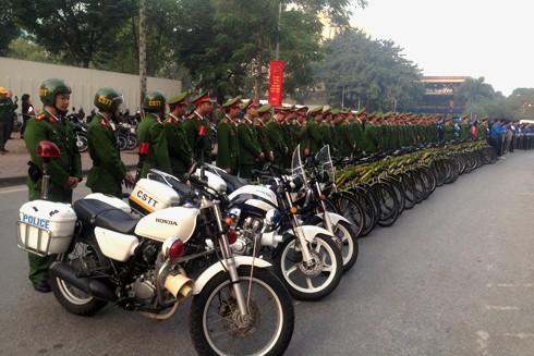 Lực lượng hùng hậu trong ngày ra quân