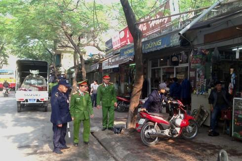 Lực lượng chức năng phường Kim Mã cũng nhanh chóng triển khai