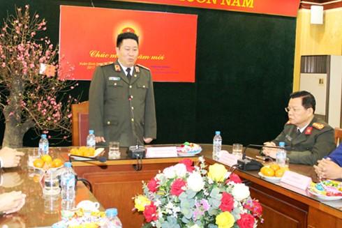 Trung tướng Bùi Văn Thành, Thứ trưởng Bộ Công an phát biểu chỉ đạo CAQ Hoàn Kiếm thực hiện kế hoạch đảm bảo ANTT trong dịp Tết Nguyên đán Đinh Dậu 2017