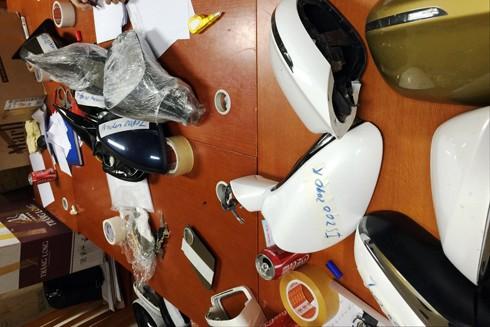 Nhiều phụ tùng ô tô bị trộm cắp được lực lượng chức năng thu giữ từ kho hàng của Tuấn