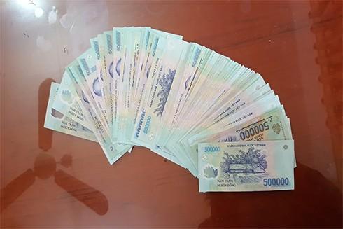 Số tiền Thuân phá kính chắn gió ô tô trộm cắp của anh Lẫm đã được thu hồi kịp thời