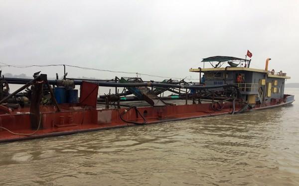 Trong đợt cao điểm, Phòng Cảnh sát Môi trường (CATP Hà Nội) bắt giữ, xử lý hàng chục vụ khai thác cát trái phép trên sông Hồng