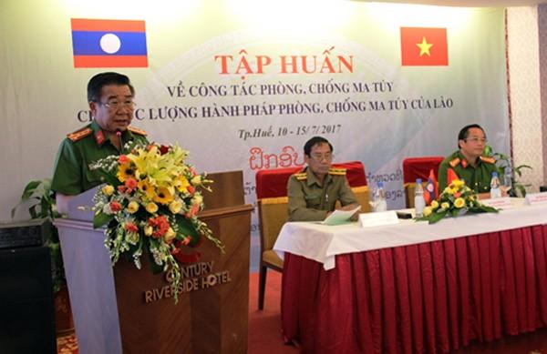 Đại tá Nguyễn Hiền Dũng phát biểu khai mạc khóa tập huấn