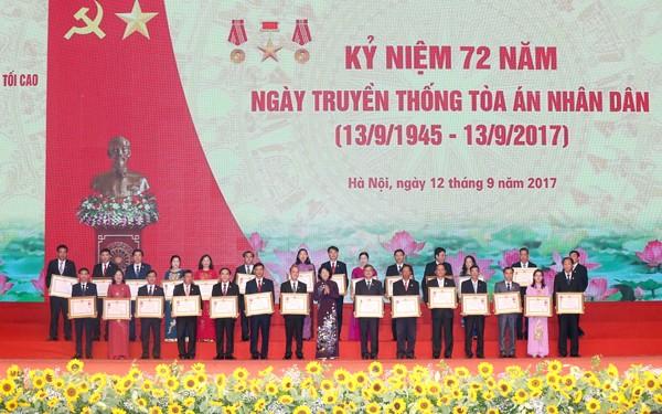 Phó Chủ tịch nước Đặng Thị Ngọc Thịnh đã trao Huân chương Lao động hạng Nhất, Huân chương Lao động hạng Nhì và Huân chương Lao động hạng Ba cho các tập thể và các cá nhân có thành tích xuất sắc trong công cuộc xây dựng chủ nghĩa xã hội và bảo vệ Tổ quốc