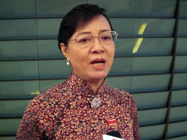 ĐBQH Nguyễn Thị Quyết Tâm (Phó Bí thư Thành ủy, Chủ tịch HĐND -TP HCM) trả lời phỏng vấn báo chí bên hành lang Quốc hội