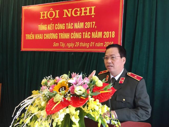 Thiếu tướng Đoàn Ngọc Hùng phát biểu giao nhiệm vụ cho lực lượng CATX Sơn Tây tại hội nghị