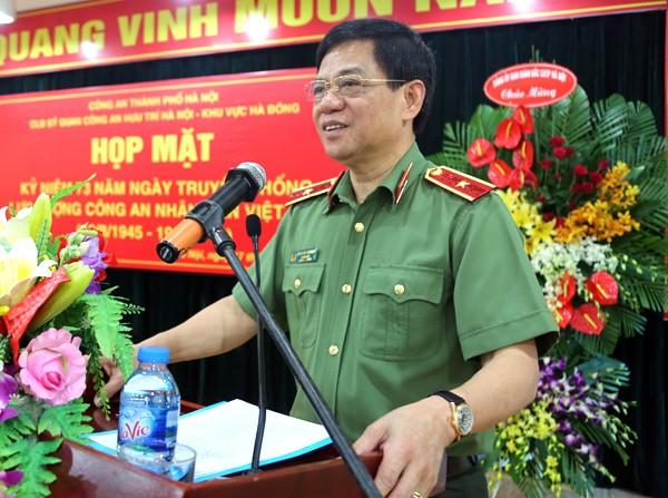 Thiếu tướng Đoàn Duy Khương, Ủy viên Ban Thường vụ Thành ủy, Giám đốc CATP Hà Nội dự và phát biểu tại buổi gặp mặt