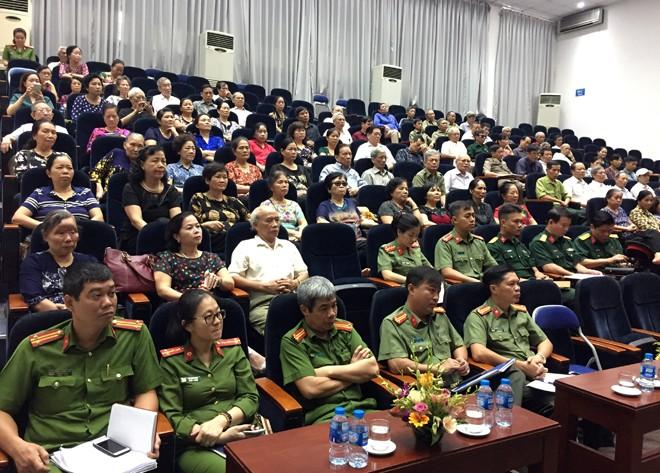 Hội nghị diễn ra với sự đóng góp thẳng thắn, nhiều ý kiến từ phía người dân