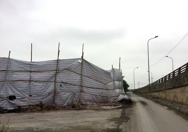 Xưởng sản xuất cồn khô, nến nằm sát chân cầu vượt Phương Bảng, đã được người dân cảnh báo sớm xảy ra nguy cơ cháy