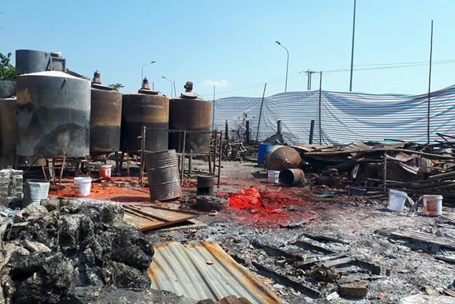 Hình ảnh bên trong xưởng sản xuất nến, cồn khô sát chân cầu vượt Phương Bảng sau vụ cháy xảy ra vào ngày 22-9 vừa qua