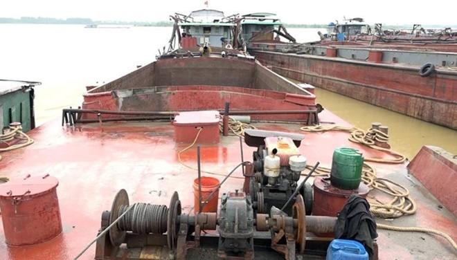 CAH Ba Vì bắt giữ nhiều tàu hút cát trái phép với công suất lớn