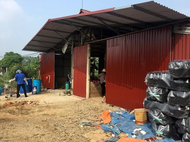 Xưởng sản xuất nước giặt giả của Thái Văn Lâm nằm tại khu cánh đồng thôn Yên Tàng, xã Bắc Phú, huyện Sóc Sơn