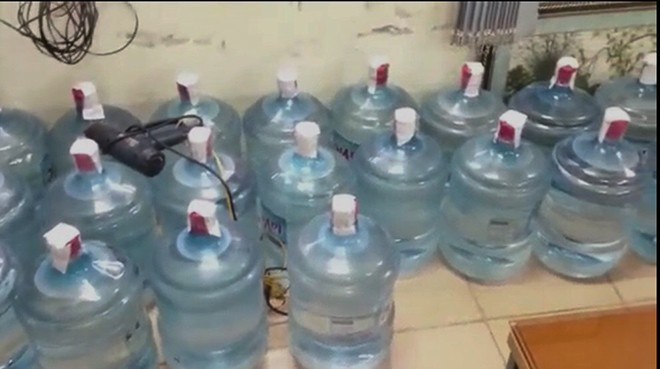 Lực lượng chức năng Hà Nội khám phá cơ sở sản xuất nước Lavie giả tại địa bàn quận Hoàng Mai, Hà Nội