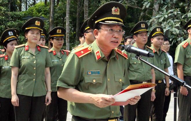 Thiếu tướng Mai Văn Hà - Cục trưởng Cục Truyền thông CAND đọc diễn văn tại Lễ báo công dâng Bác